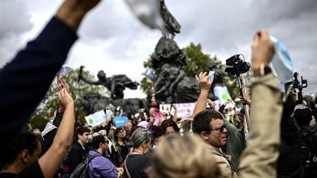 Rassemblement d'opposants au port obligatoire du masque, place de la Nation à Paris, le 29 août 2020.