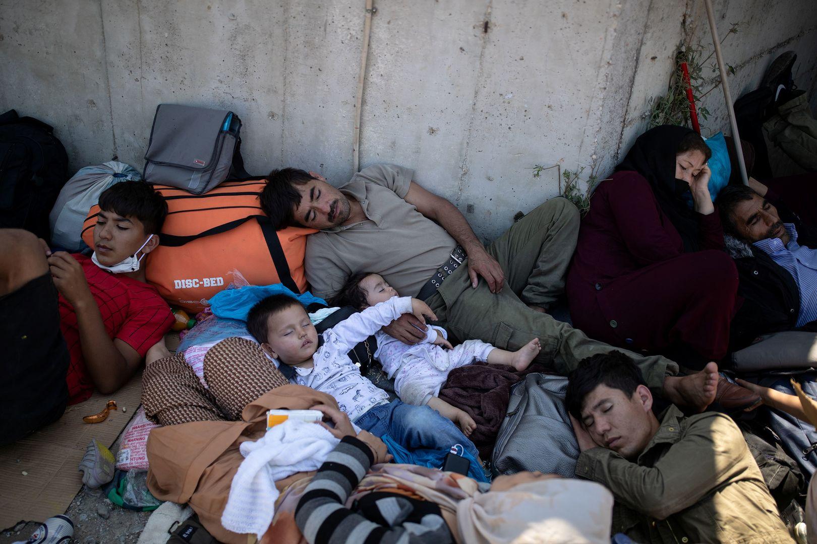 Un incendie ravage le camp de migrants de Lesbos après des révoltes contre les mesures sanitaires