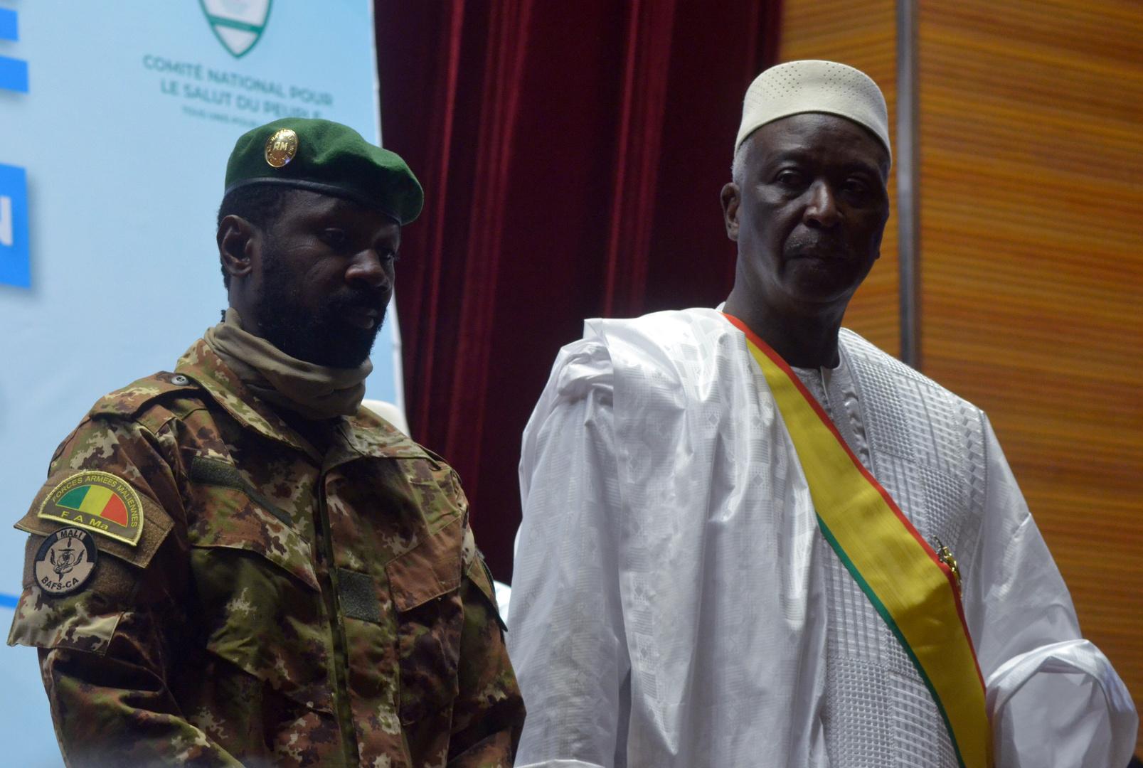 Mali : le président de transition investi, la Cedeao maintient ses sanctions