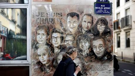 La fresque du street artiste français Christian Guemy en hommage aux 12 victimes de l'attentat de Charlie Hebdo le 7 janvier 2015