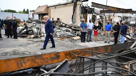 Donald Trump en visite à Kenosha (Wisconsin) le 1er septembre après les pillages et dégradations qui ont eu lieu en marge des manifestations contre les violences policières.