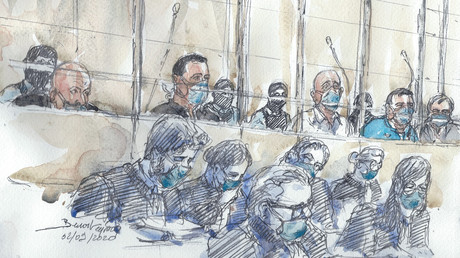 Dessin d'audience au tribunal d'instance de Paris dépeignant le box des accusés le 2 septembre 2020 (image d'illustration).