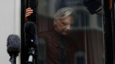 Le fondateur de WikiLeaks, Julian Assange, sur le balcon de l'ambassade de l'Equateur à Londres, Grande-Bretagne, le 19 mai 2017.
