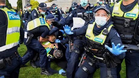Covid-19 : heurts entre forces de l'ordre et manifestants anti-confinement à Melbourne