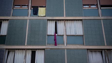 Façade de l'immeuble de logements sociaux La Maurelette lors d'une visite de la ministre française du Logement Emmanuelle Wargon [invisible sur cette photo] à Marseille, le 30 juillet 2020 (illustration).