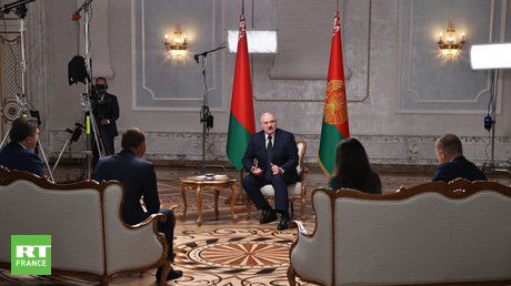 Le président biélorusse Alexandre Loukachenko accorde une interview aux représentants des principaux médias russes.
