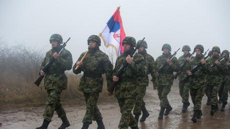 Sous pression de l'UE, la Serbie renonce à des exercices militaires avec la Russie