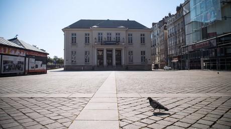 Cliché pris dans une rue déserte de Nantes, le 26 mars 2020 (image d'illustration).