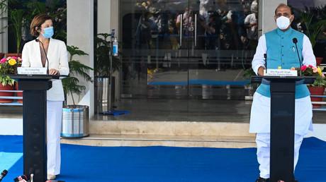 Florence Parly et son homologue indien Rajnath Singh à Ambala, en Inde, le 10 septembre.