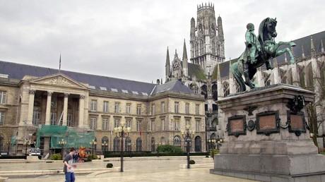 Photographie prise le 07 février 2001 de la place de l'Hôtel de Ville de Rouen (image d'illustration).