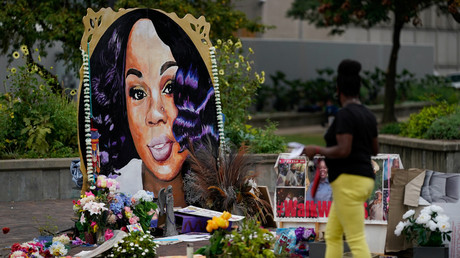 Une femme visite le mémorial de Breonna Taylor à Louisville, Kentucky, Etats-Unis, le 11 septembre 2020 (image d'illustration).