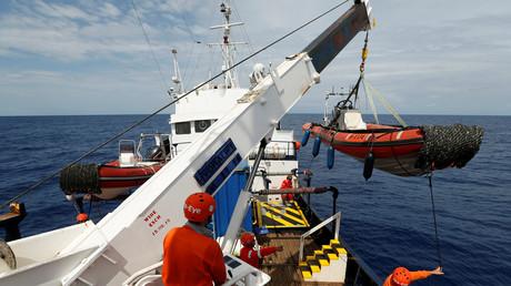 Des membres de l'ONG Sea-Eye à bord du navire Alan Kurdi en Méditerranée le 28 août 2019 (image d'illustration).