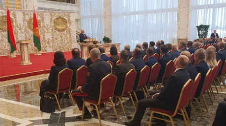 Le président biélorusse Alexandre Loukachenko prête serment pour un 6e mandat présidentiel le 23 septembre à à Minsk en Biélorussie.