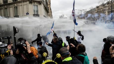 Journalistes et accréditations en manifestation, le flou demeure côté police