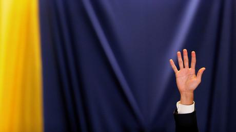 Juan Guaido lève la main lors d'une session de l'Assemblée nationale du Venezuela à Caracas, le 4 mars 2020 (image d'illustration).