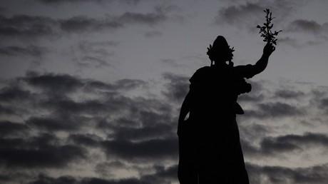 Statue de Marianne sur la place de la Nation, photographiée en décembre 2015.