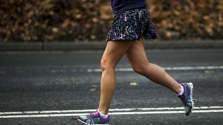 Une femme fait un jogging en short, à Central Park à New York, en 2015 (image d'illustration).