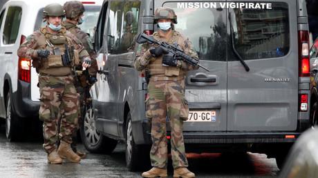 Des militaires de la mission Vigipirate sécurisent le périmètre après l'attaque islamiste qui a fait deux blessés à Paris le 25 septembre (image d'illustration).