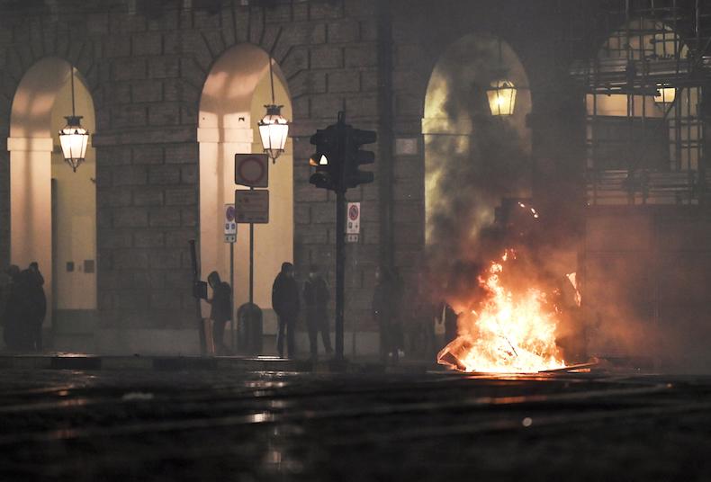 Covid : manifestations dans plusieurs villes italiennes contre les nouvelles mesures de restriction