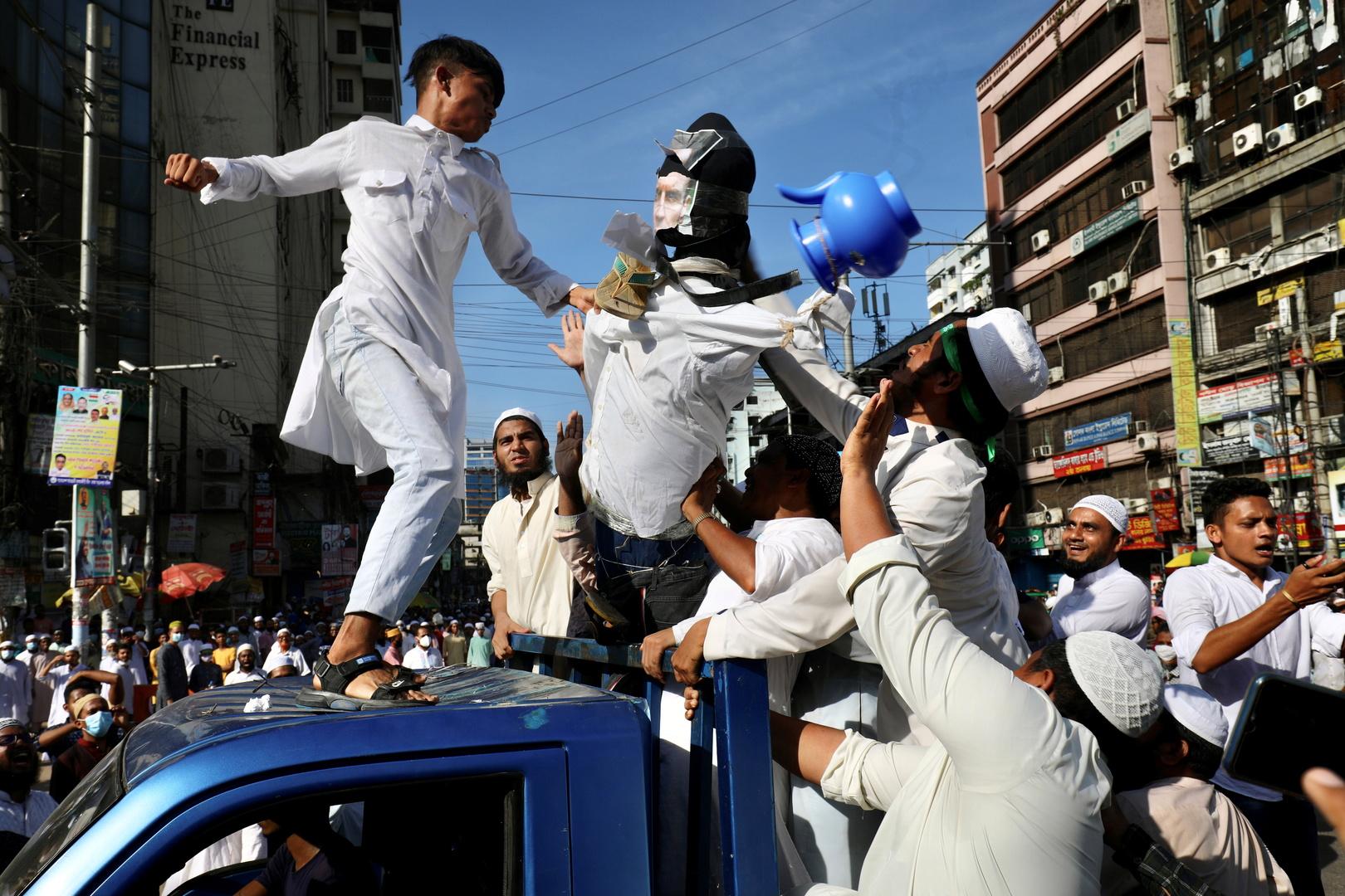 Caricatures de Mahomet : les manifestations antifrançaises se poursuivent dans le monde musulman