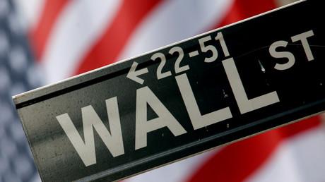 Plaque de rue dans le quartier de Wall Street à New York (illustration).