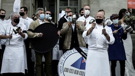 Covid-19 : concerts de casseroles des restaurateurs contre les fermetures d'établissements