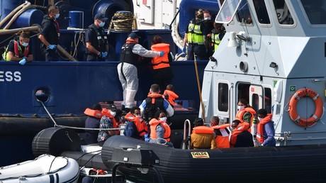 Des migrants en provenance de France sont interceptés par les garde-côtes britanniques à Douvres, le 13 août 2020 (image d'illustration).