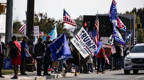 Des partisans de Donald Trump, devant l'hôpital militaire Walter Reed, à Bethesda, dans le Maryland, le 4 octobre 2020 (image d'illustration).