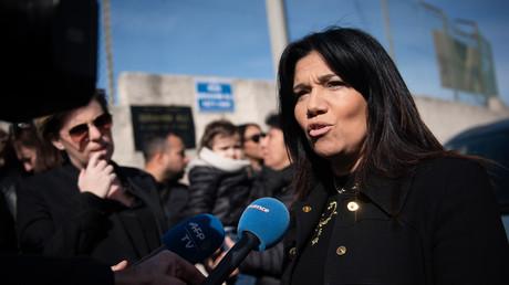 La deuxième adjointe à la mairie de Marseille, Samia Ghali, s'entretient avec la presse lors de l'hommage, le 21 février 2020, au garçon franco-comorien Ibrahim Ali, tué il y a 25 ans à Marseille (image d'illustration).