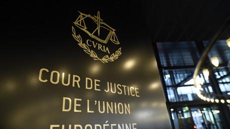 Plaque de la Cour de justice de l'Union européenne à Luxembourg photographiée le 13 janvier 2020.