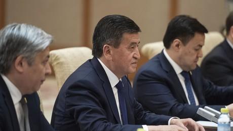 Le president Sooronbai Jeenbekov lors d'une réunion avec des officiels chinois (image d'illustration).