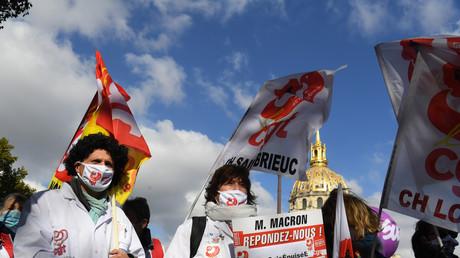 Des soignants manifestent le 15 octobre 2020 place Vauban à Paris.