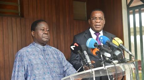 Les deux principaux candidats de l'opposition, l'ancien président Henri Konan Bédié (gauche) et l'ancien Premier ministre Pascal Affi N'Guessan (droite)  en conférence de presse le 15 octobre.