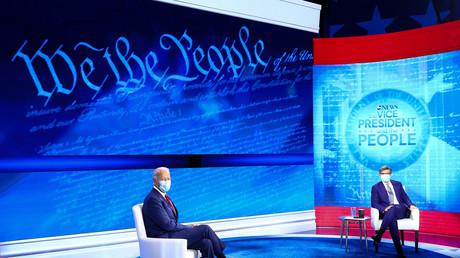 Joe Biden face à l'animateur George Stephanopoulos, avant la diffusion sur ABC, le 15 octobre 2020.