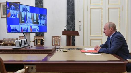 Vladimir Poutine, le 16octobre 2020, lors de la réunion de son Conseil de sécurité.