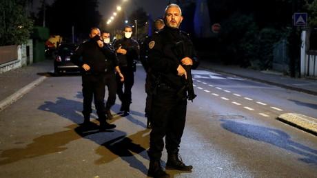 Des policiers à Conflans-Sainte-Honorine, dans les Yvelines, le 16 octobre 2020 (image d'illustration).