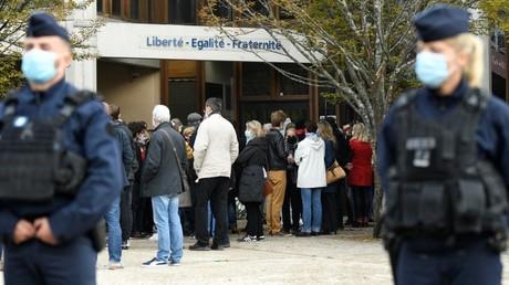 Un rassemblement en hommage au professeur décapité, le 17 octobre 2020, à Conflans-Sainte-Honorine (Yvelines) (image d'illustration).