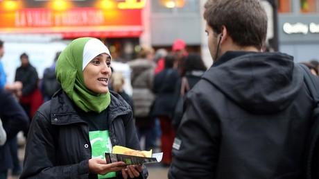 Une membre du CCIF lors d'une action devant la gare Saint-Lazare, le 10 octobre 2012, à Paris (image d'illustration).