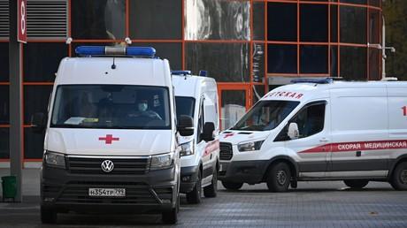 Des ambulances près d'un hôpital à Moscou