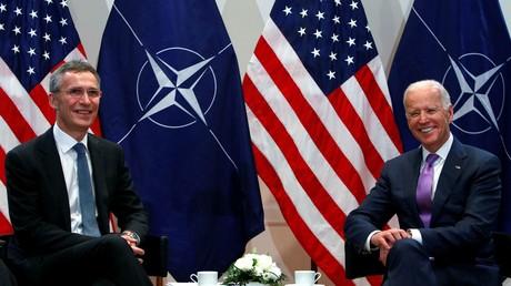 Le vice-président américain Joe Biden, désormais candidat démocrate à la présidentielle, rencontre le secrétaire général de l'OTAN Jens Stoltenberg lors de la 51e Conférence de Munich sur la sécurité, à Munich le 7 février 2015 (image d'illustration).