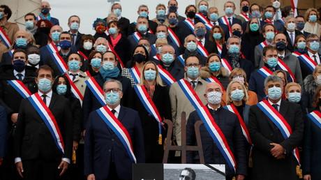 Des parlementaire rendent hommage à Samuel Paty devant l'Assemblée nationale, le 20 octobre 2020 à Paris (image d'illustration).
