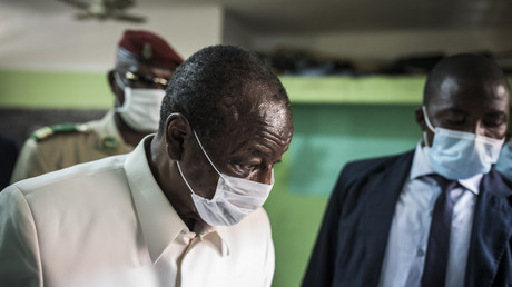 Le président sortant Alpha Condé votant pour la présidentielle (image d'illustration).