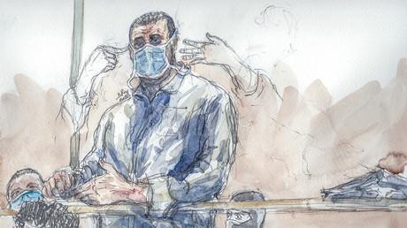 Ce croquis du tribunal créé le 26 octobre 2020 montre Ali Riza Polat et son avocate Isabelle Coutant-Peyre (à gauche) à la cour d'assises de Paris.