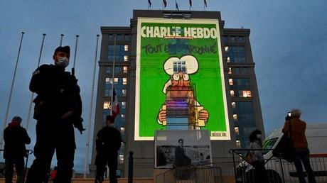 Des policiers en patrouille lors de la projection de plusieurs unes de Charlie Hebdo sur la façade du Conseil régional d'Occitanie le 21 octobre 2020, à Montpellier (Hérault) (image d'illustration).