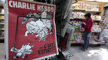 Un numéro de Charlie Hebdo dans un kiosque de Nice le 25 février 2015 (image d'illustration)