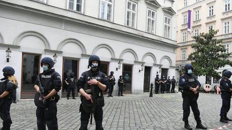 Des agents de police surveillent le centre de Vienne le 3 novembre 2020 (image d'illustration).