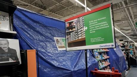 Les rayons de supermarché jugés non essentiels sont restés fermés le 3 novembre