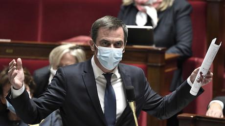 Le ministre de la Santé Olivier Véran devant l'Assemblée nationale durant la session de questions au gouvernement le 3 novembre 2020