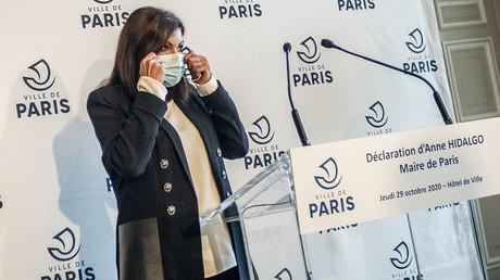 Anne Hidalgo, maire de Paris, lors d'une conférence de presse à la mairie de Paris le 29 octobre 2020 (illustration).