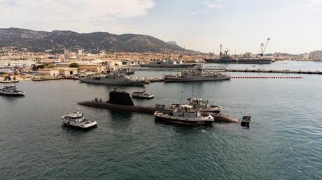 Cette photo non datée publiée le 20 octobre 2020 par le constructeur naval français Naval Group montre le nouveau sous-marin nucléaire d'attaque de la marine française, le Suffren, lors d'essais dans le port de Toulon (image d'illustration).